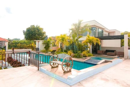 House In The City w/ Amazing View & Own Pool - Talisay City - 独立屋