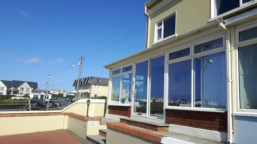 Seacrest Beachfront Guesthouse - ballybunion - Apartment