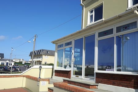 Seacrest Beachfront Guesthouse - ballybunion - Apartment