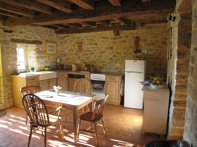 Le Cottage, sleeps 6 in lovely French village