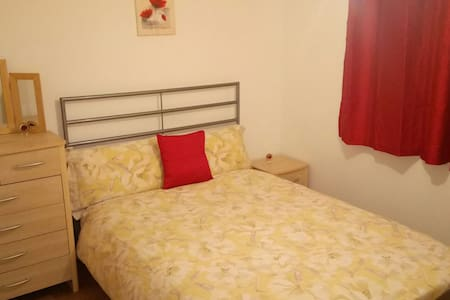 Cosy flat 20min from Camden Town - London