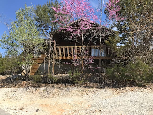 3/2 Cedar cabin 1 mile from SDC on Tablerock Lake
