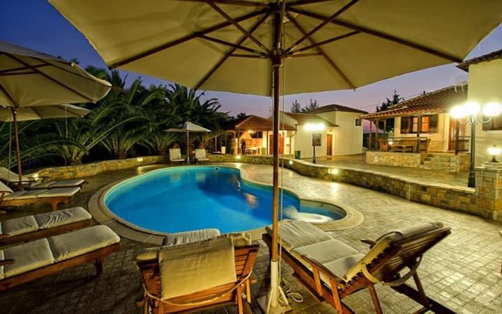 Aneto Villa with Shared Pool (in 2 villas)
