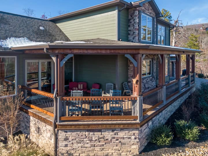 2nd Choice: Hot Tub, Game Room, And Awesome Mountain Views!