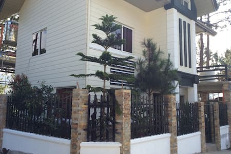 """Peaceful and """"Pineful"""" neighborhood - Багио"""