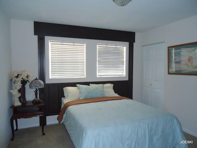 Twin Oaks room #3
