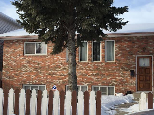 C's home away from home. - Saskatoon - Rumah