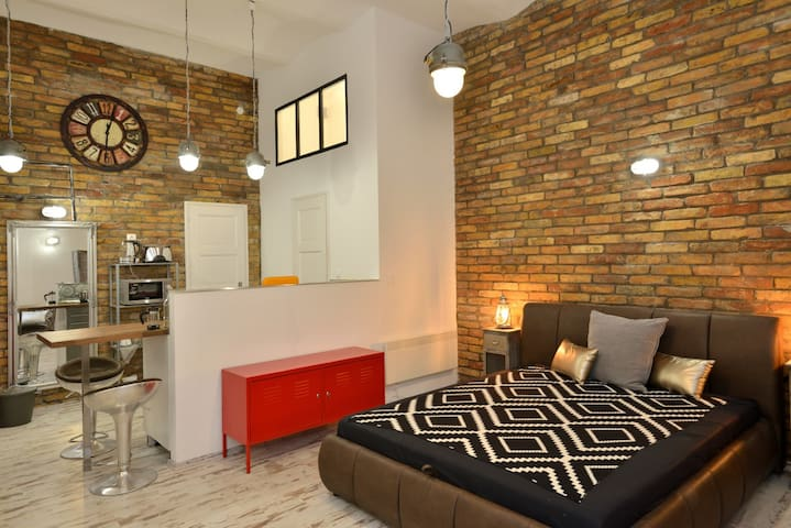 Super CENTRAL loft style apartment - Downtown - Budapest - Apartment