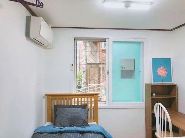 Cheap Private House in Shinchon