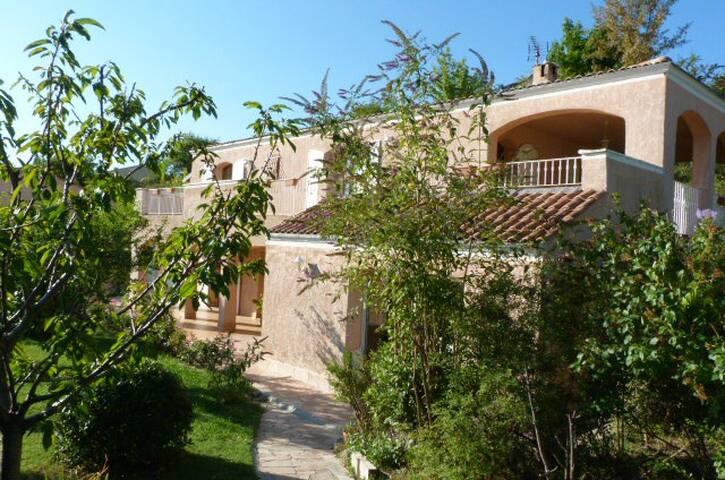 Suite parentale en villa,piscine, jardin,terrasses - Forcalquier