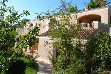 Suite parentale en villa,piscine, jardin,terrasses - Forcalquier - Dom