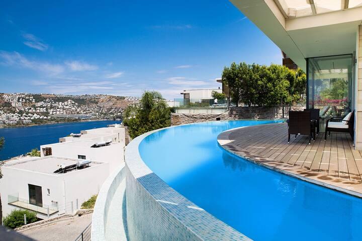 4100/ 5 Bdr Holiday Villa With Pool in Gundogan