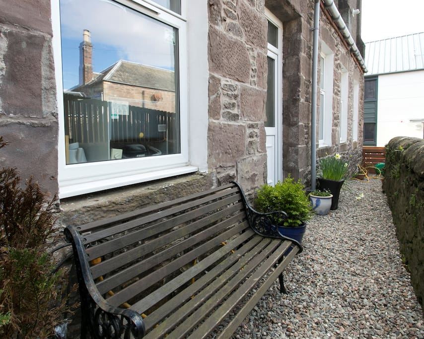 Crieff Armoury has a terrace and bench