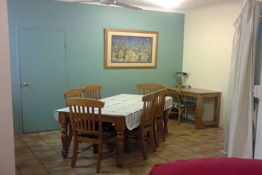 Dining Table Able to Cater for 6