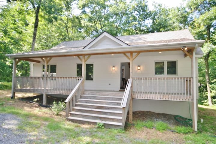 Comfortable 3BR Wintergreen House - Roseland - Haus