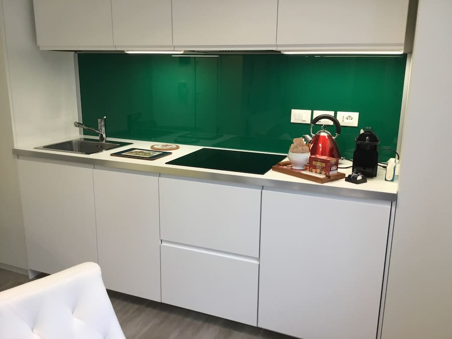 Kitchen with green glass de luxe