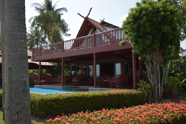 Villa P3 - view from the sea front