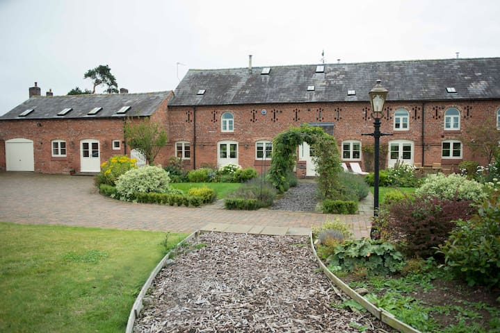 Malpas - large barn conversion