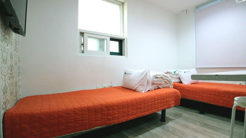 Hostel Korea , The guesthouse ,Twin room sharebath