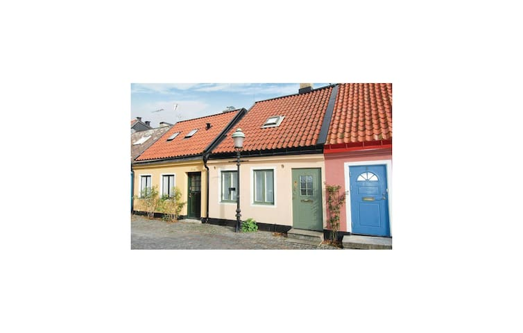 Semi-Detached with 1 bedroom on 80m² in Ystad