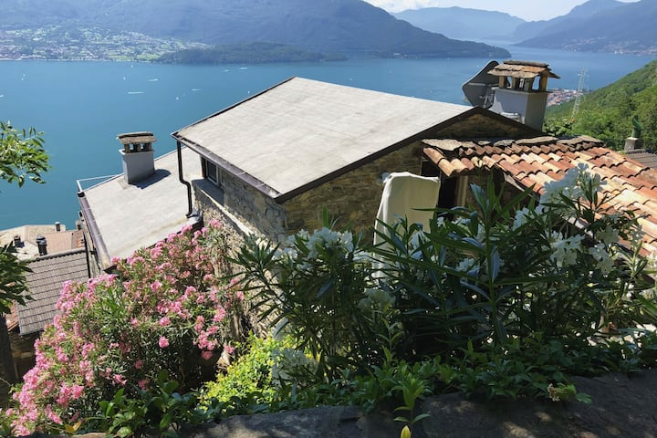 Romantic and quiet Landhouse above Lake Como