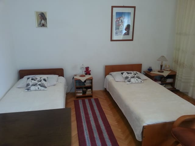 Beatiful room for two  in apartments Jadrić - Seget Donji - Casa