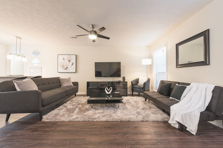 Beautiful, Modern Townhome Conyers 2bd/2ba