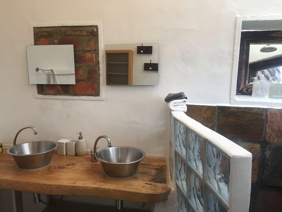 Bathroom: double basin, toilet & shower