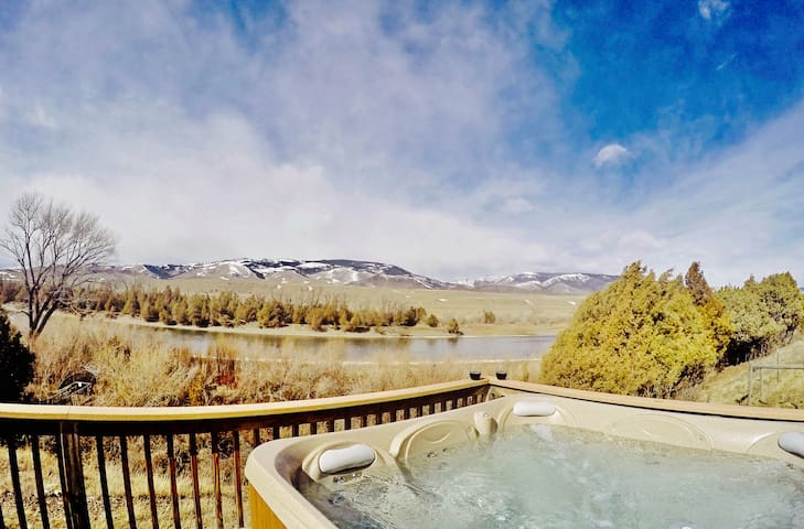 Yellowstone-River-Cabin-Hot Tub - Livingston - House