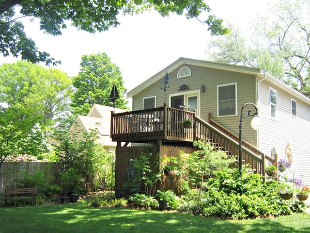Carriage House: Waterfront Condo-Quality Carriage House in Downtown Saugatuck