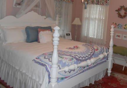 The Garden room at the Magnolia Inn - Mount Dora - Bed & Breakfast