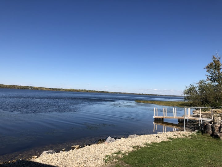 Beautiful lakefront house minutes from the city!