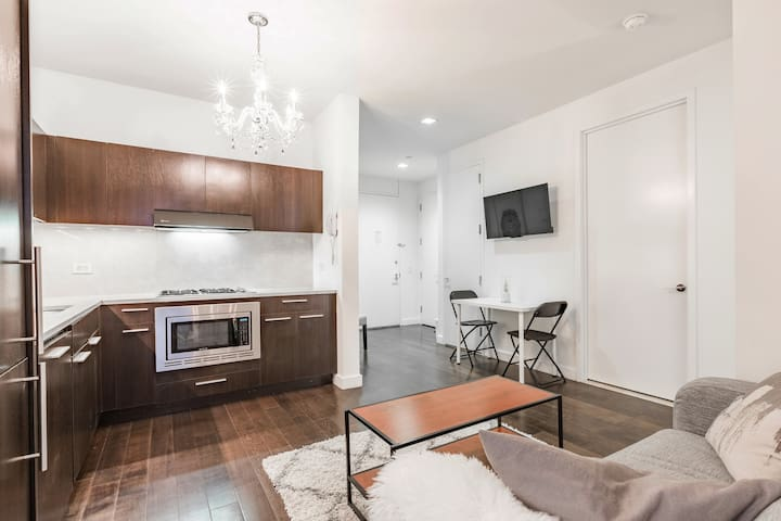 Beautiful three bedroom on Wall Street!