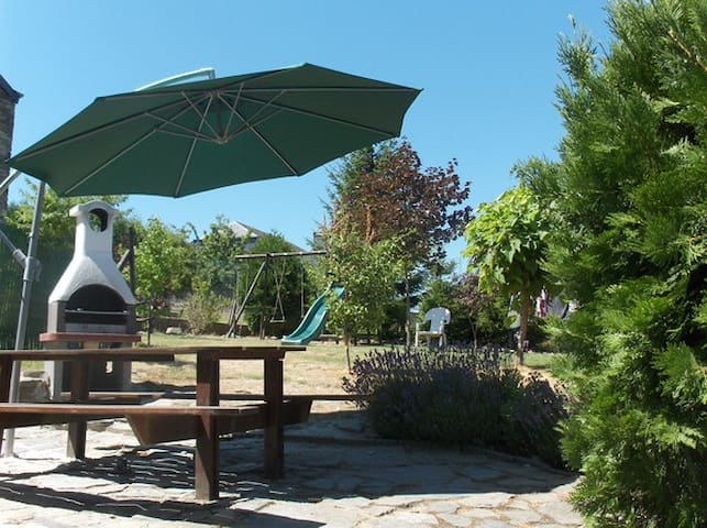 Charmante gite met eigen tuin (9 p.) bij Bouillon