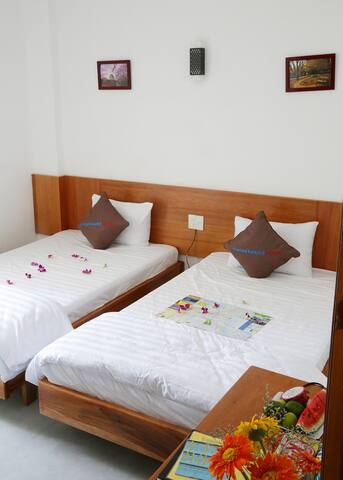 Superior Double/Twin Room w. Side Sea View