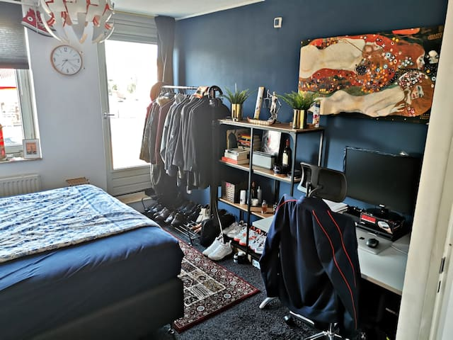 *** Comfortable room in a house with flatmates