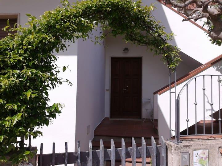 Costa degli Etruschi bilocale con giardino