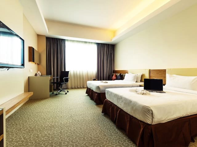 Deluxe King / Twin - Room Only
