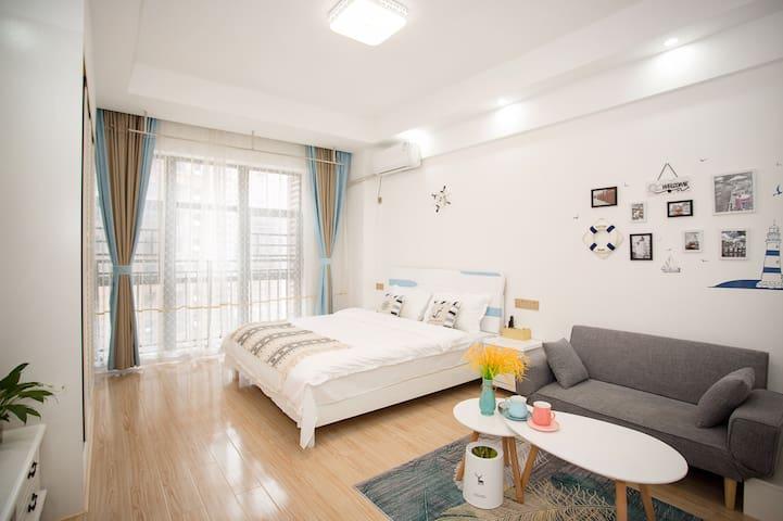 爱意.民宿:地中海风情、舒适大床房、可做饭、愿景国际广场