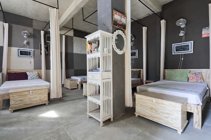Barn N Bunk (Hostel & Organic cafe) - gianyar - Bed & Breakfast