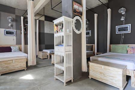 Barn N Bunk (Hostel & Organic cafe) - gianyar - Bed & Breakfast