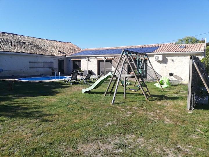 Gîte près niort sud 79 7 pers piscine jacuzzi wifi
