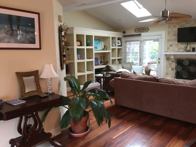 Aimee's House - A Sunny Beachside Retreat - St. Augustine - Hus