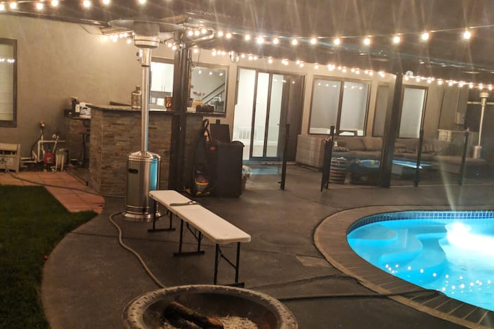 Shared  Room with Pool and Co-working (LR1)