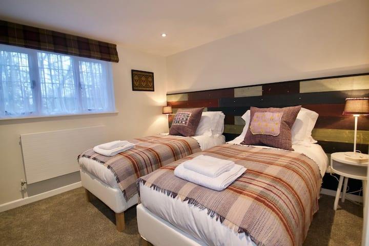 Bertie Cottage - 1 Bedroom (double bed or singles)