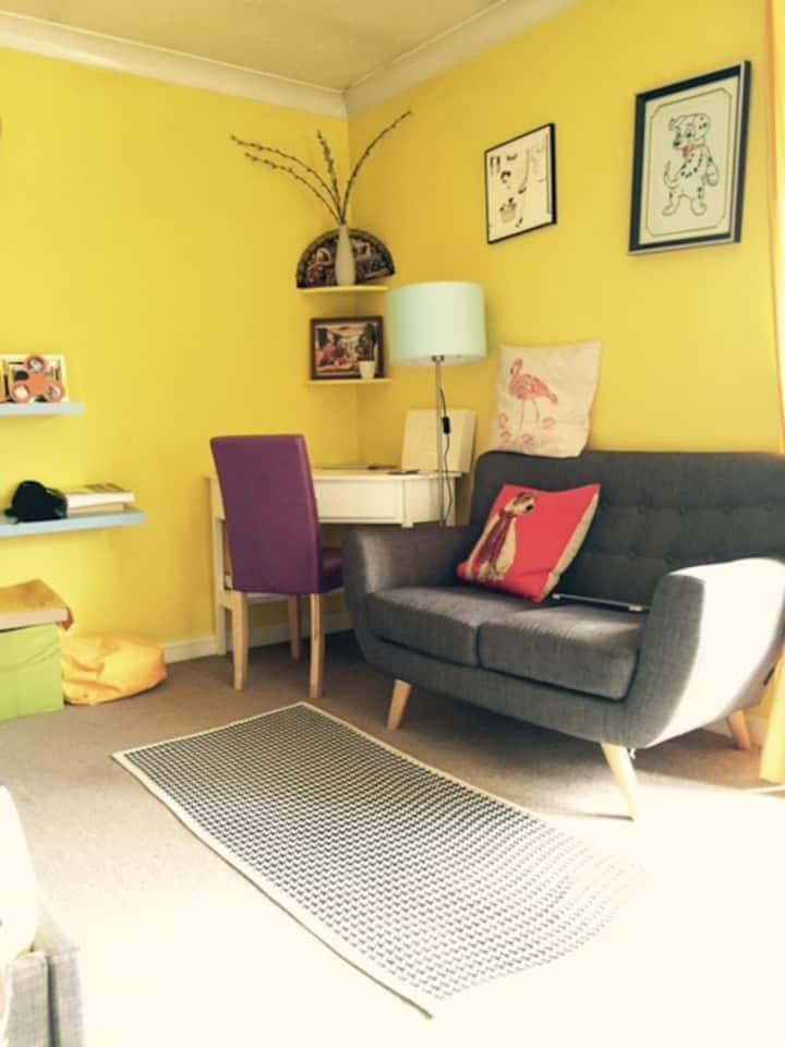 Entire Bright Yellow Flat, Clean, Morden and Cosy