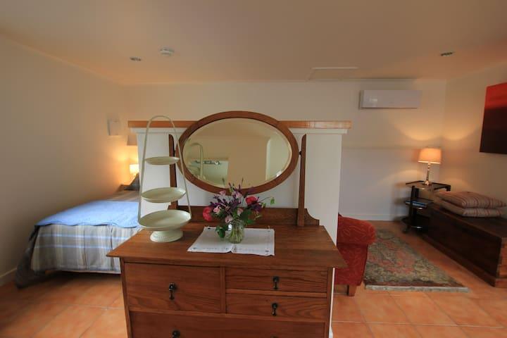 Private, friendly, garden set Nelson apartment - Nelson - Apartment