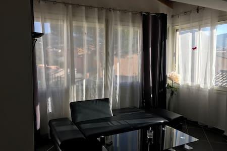 1er étage d'une maison au calme - Allauch