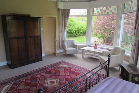 Very large ensuite room with views to the hills - Strathpeffer