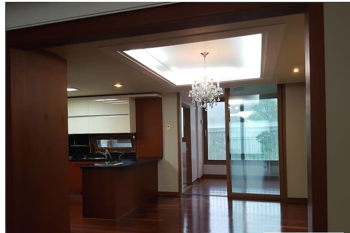충주에서 가장 넓고 깨끗한 고품격 게스트하우스 전망 좋은 고층 아파트